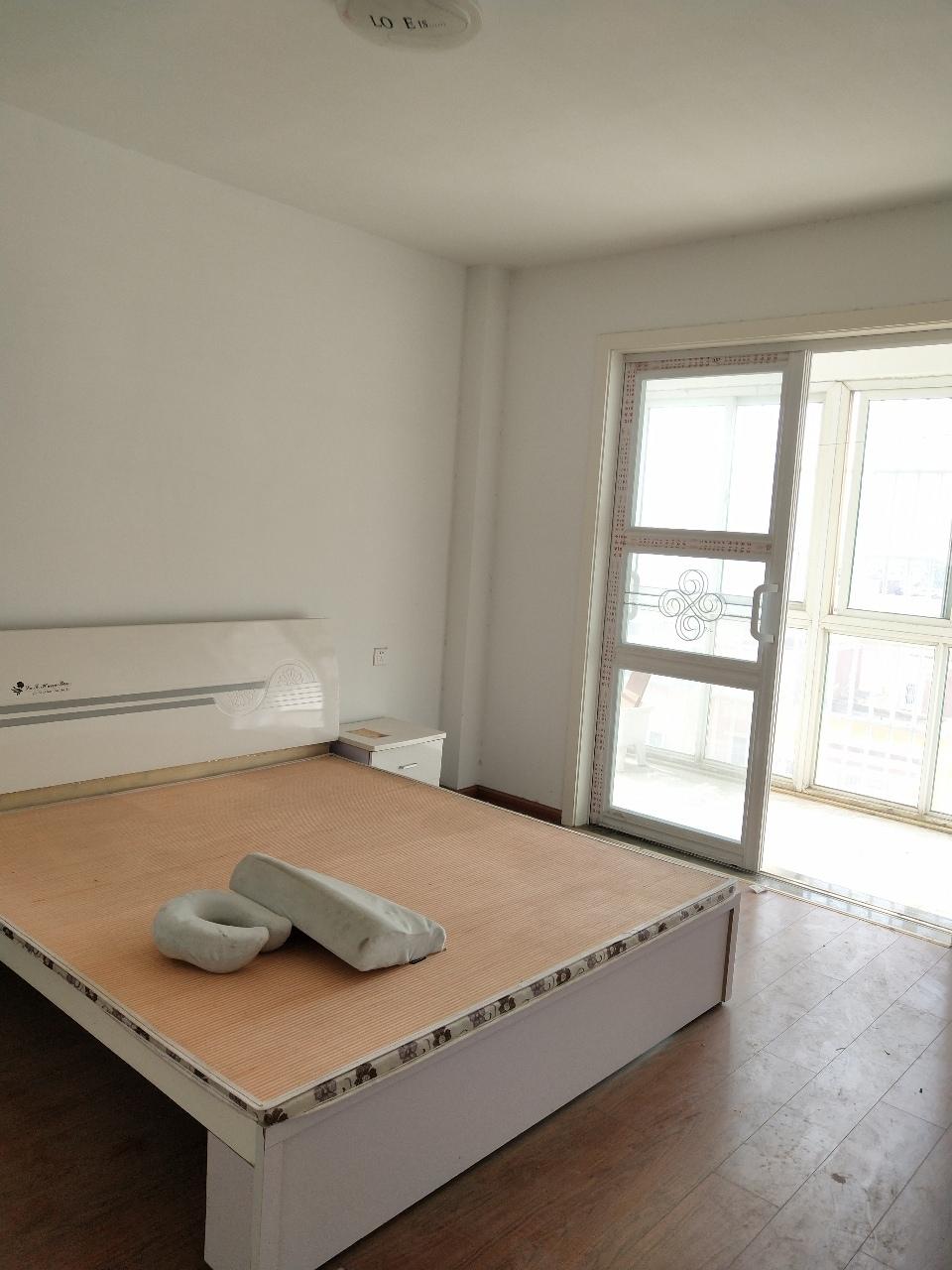 新時代小區簡裝5100元3室 2廳 1衛70萬元