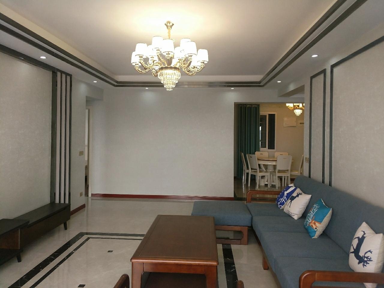 张家沟电梯公寓精装3室2厅2卫27楼68万