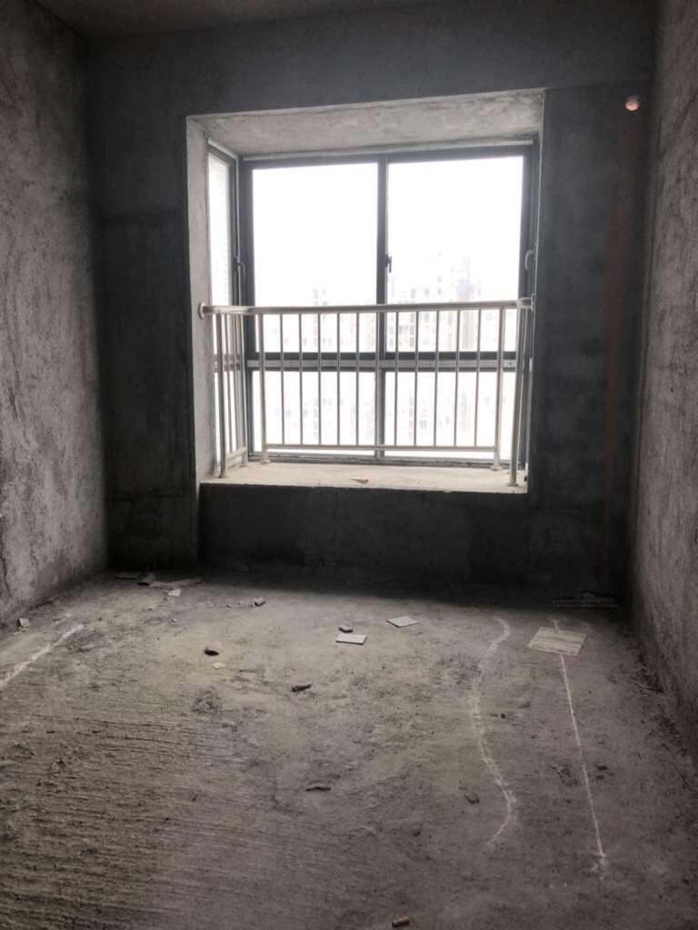 长安大厦 毛坯  126平方   售165.8万元