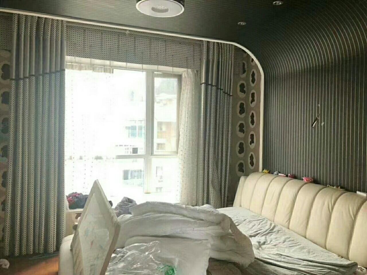 香榭花都5室 2厅 3卫200万元