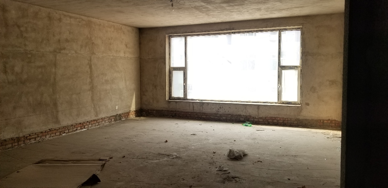 宏盛小区3室 2厅 2卫83万元