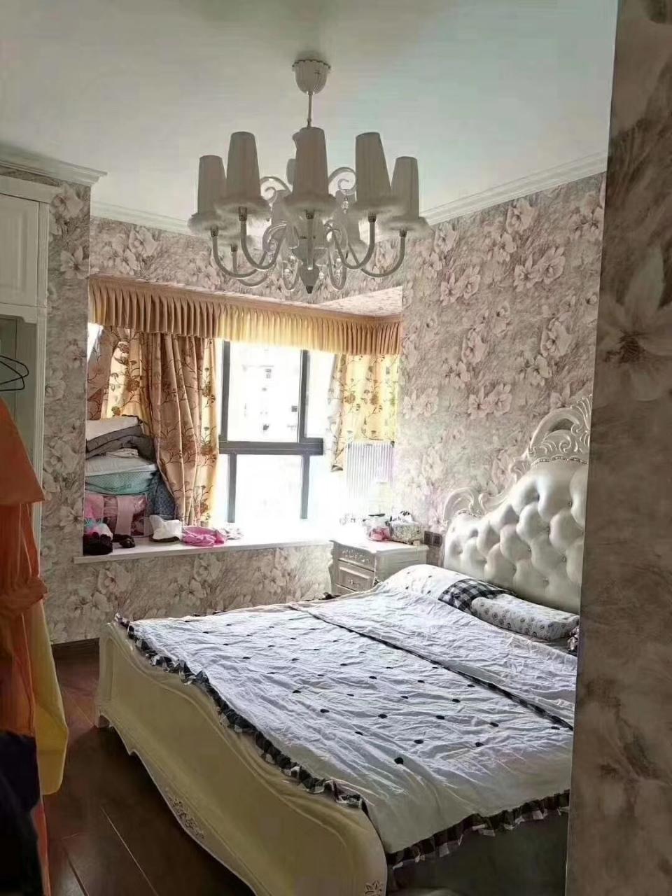 伴山国际精装3室 2厅 2卫79.8万元