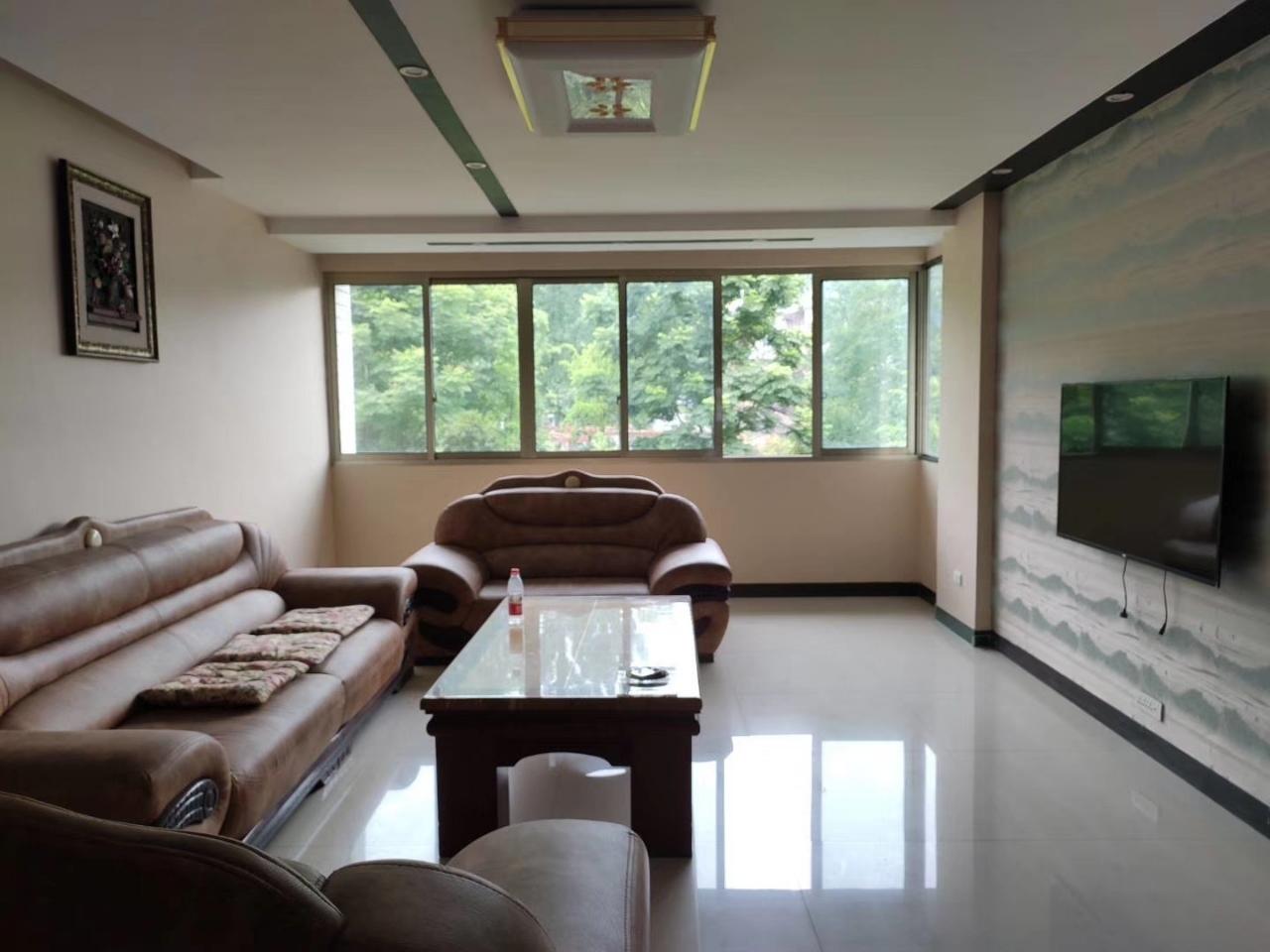 洪洲景园4室 2厅 2卫66万元