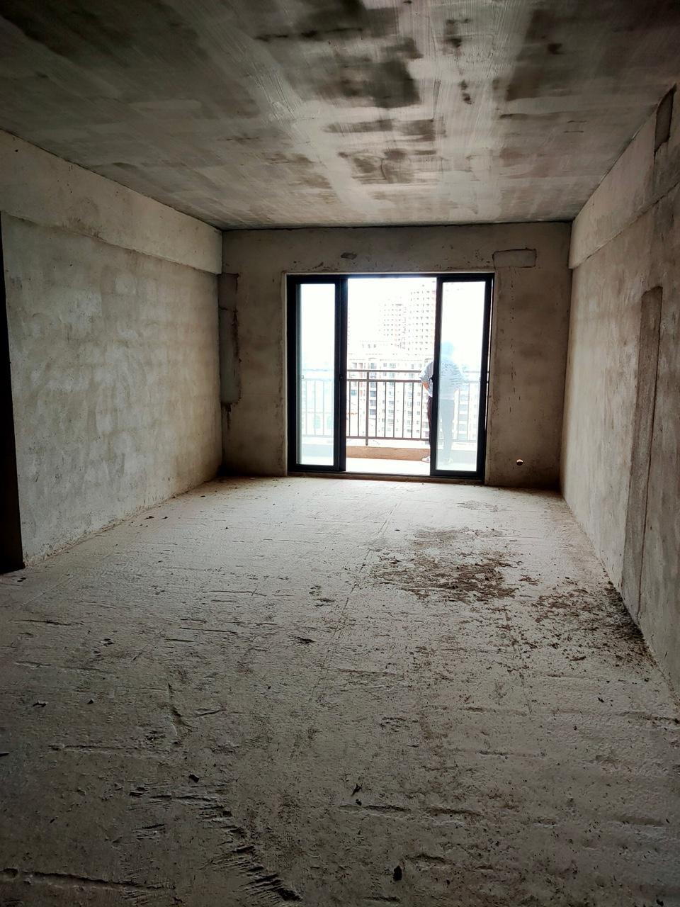 地王国际4室 2厅 2卫68万元