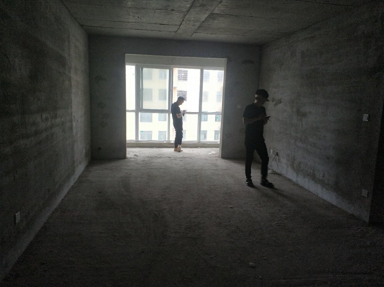 东方半岛电梯房支持按揭3室 1厅 2卫77万元
