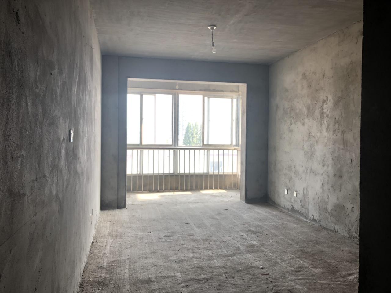 丹桂园4室 2厅 2卫85万元
