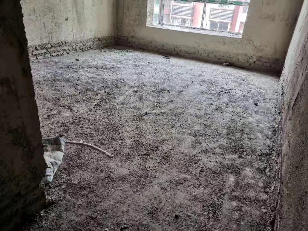 温泉小区安置房5室 2厅 2卫41.8万元