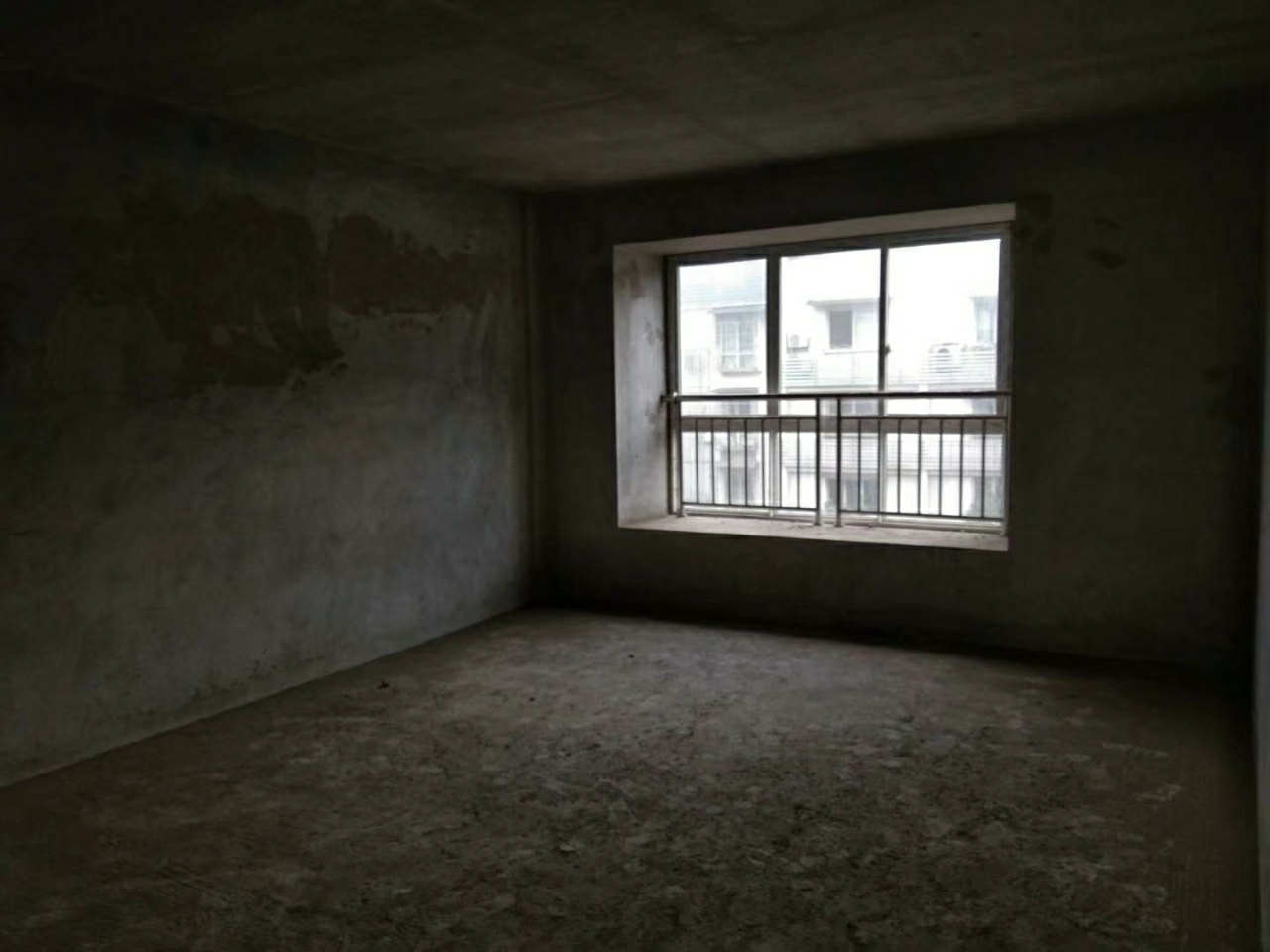 大广场附近4室 2厅 2卫54.8万元