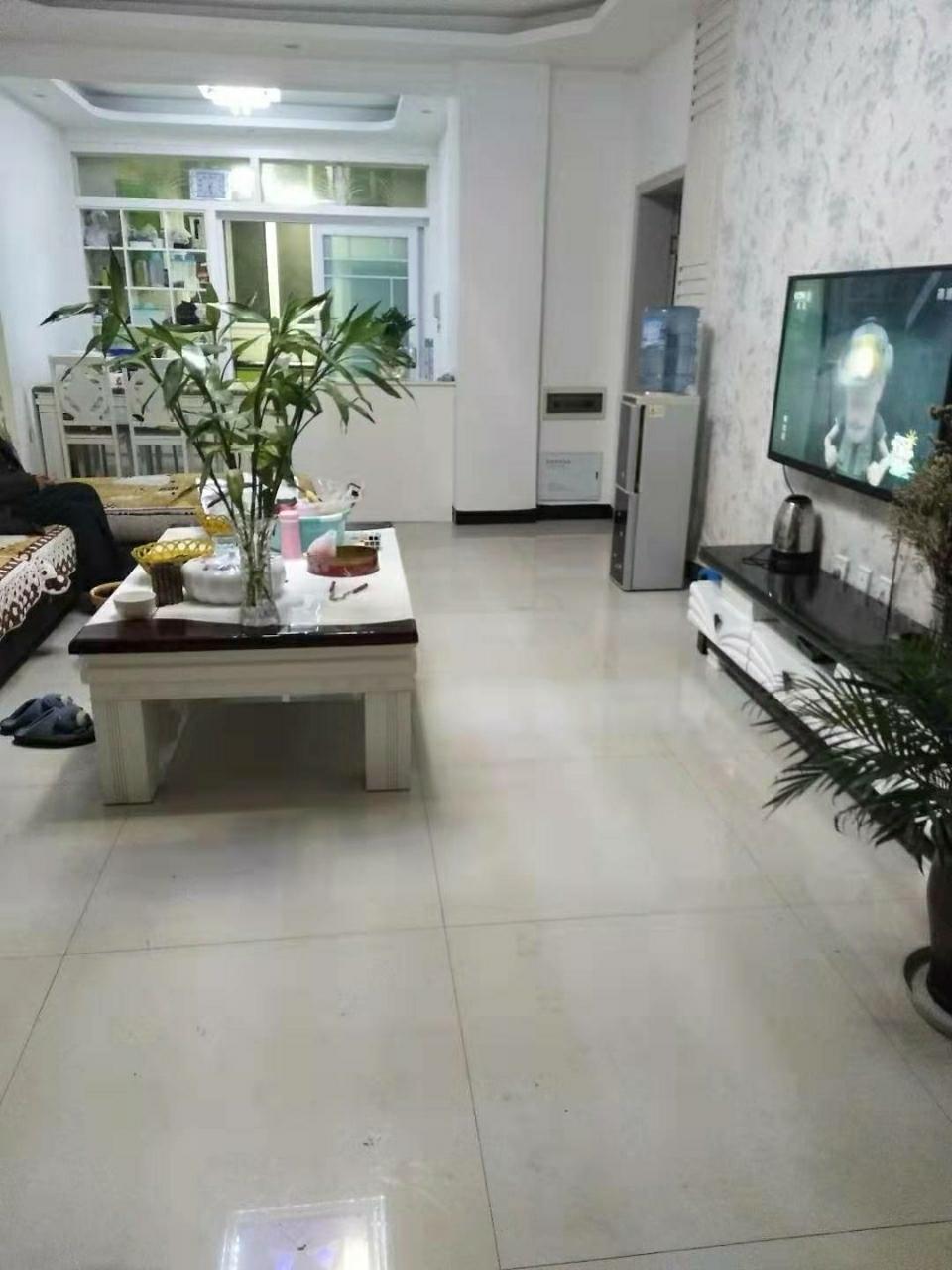东湖上城精装4室 首付低 带大花园 售价64.8万元