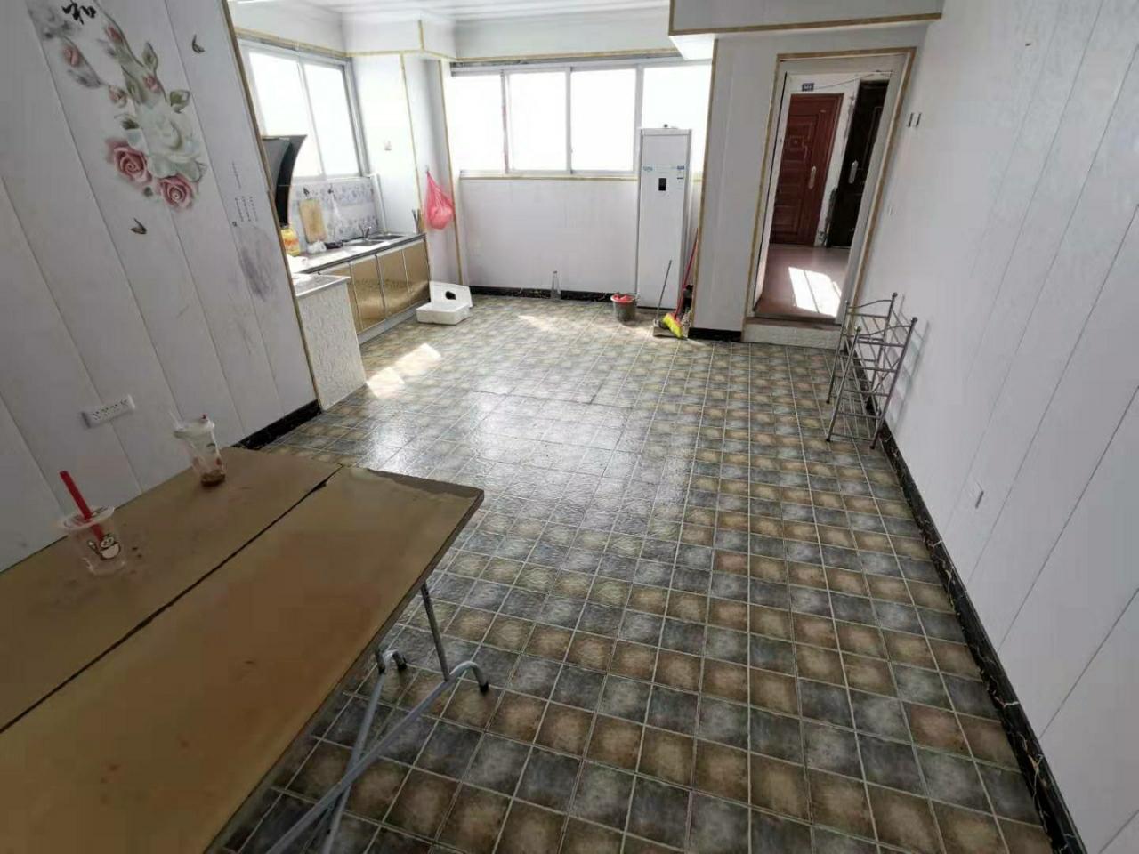 君临城尚3室 1产权有50平米附带40平米的阳光房
