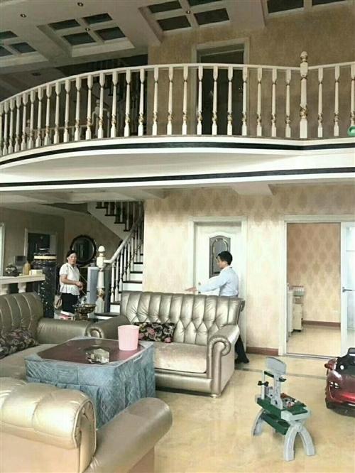 香榭5室 2厅 3卫200万元