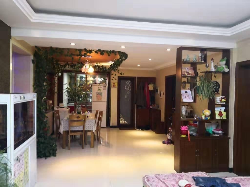 幸福里小区4室 精装 地暖可优惠可按揭