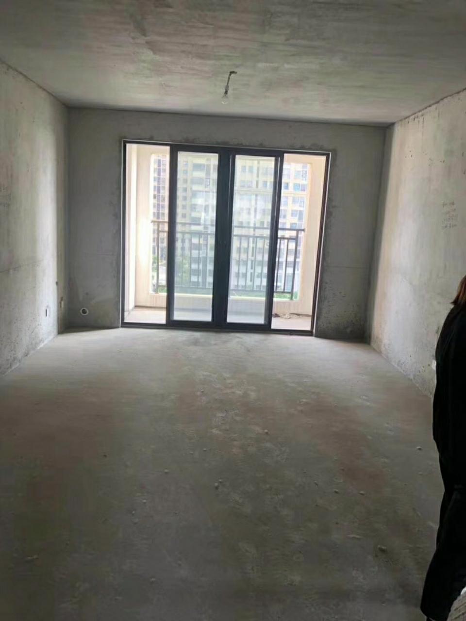 金鹰御龙湾4室 2厅 2卫175.8万元