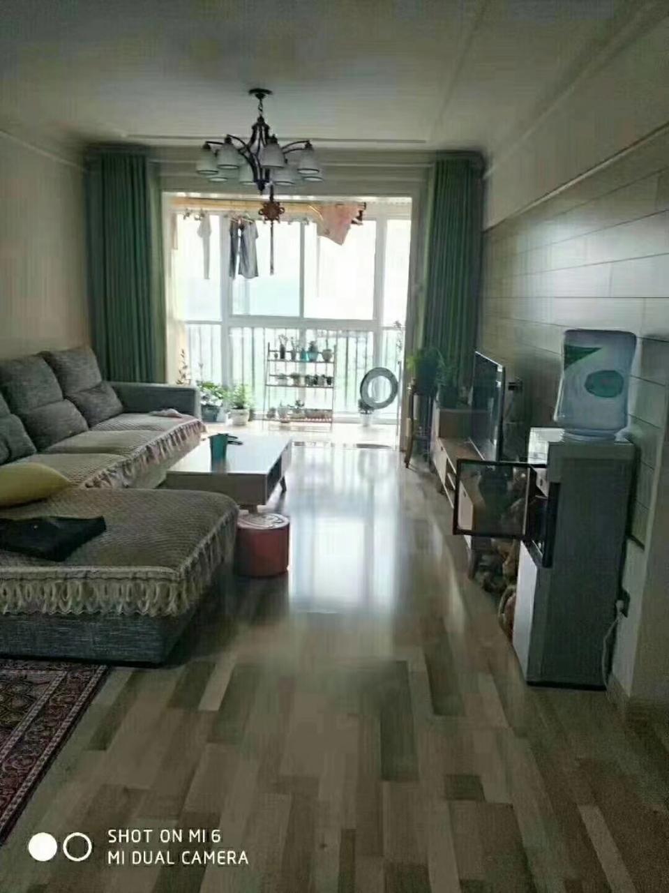 新装修的的房子 房东急用钱出售此房