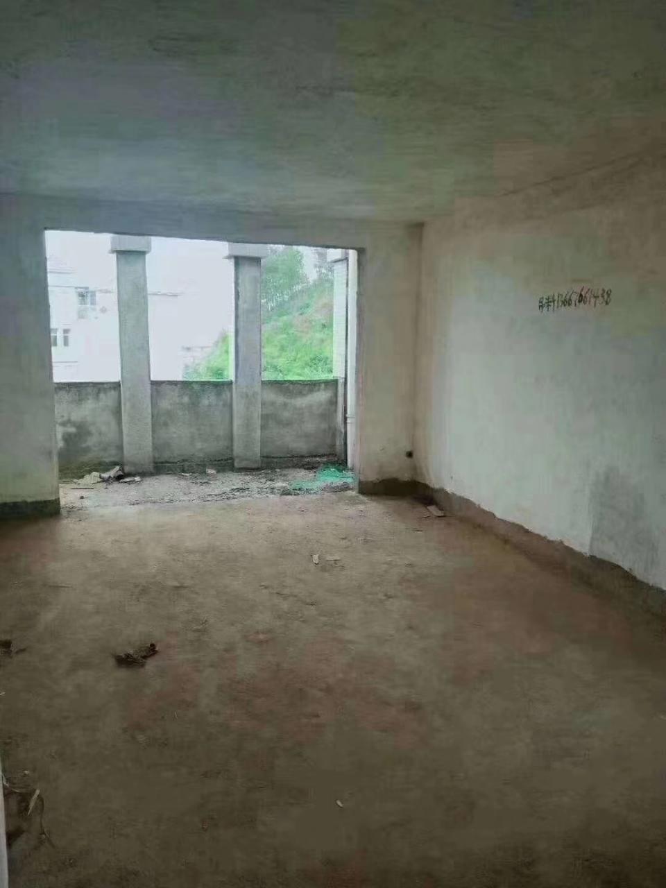 东方佳苑3室 2厅 2卫56万元