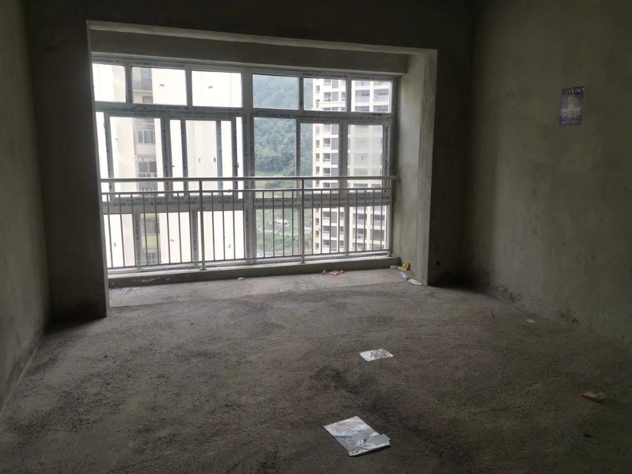 新城嘉苑3室 2厅 2卫52万元