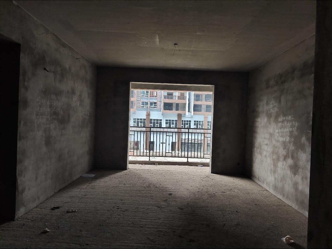 利城半岛3室 2厅 2卫50.8万元