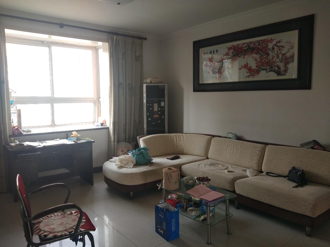 红梅小区4楼西边户精装房 三卧朝阳户型方正