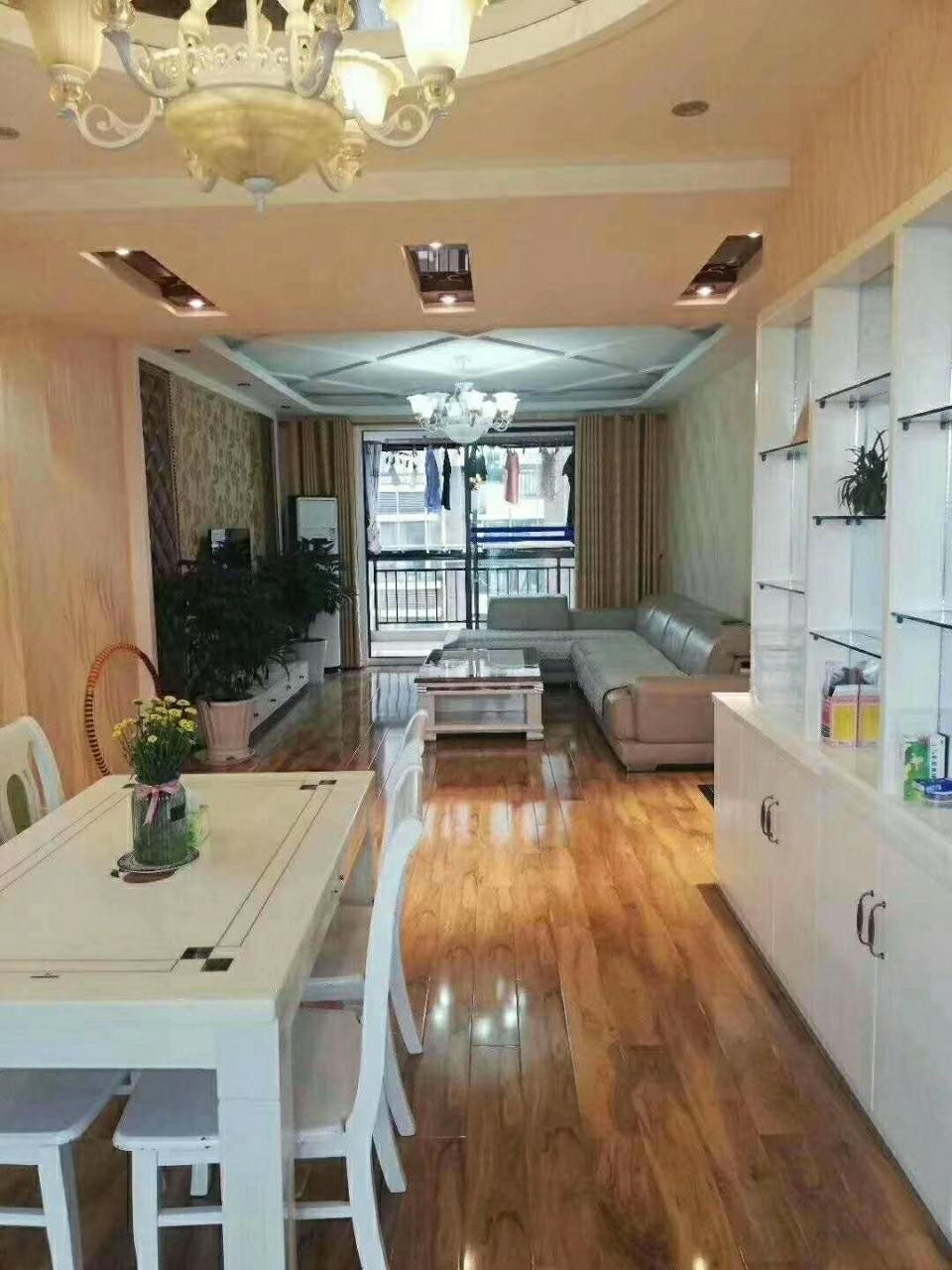西巷街区【062】3室 2厅 2卫89.8万元
