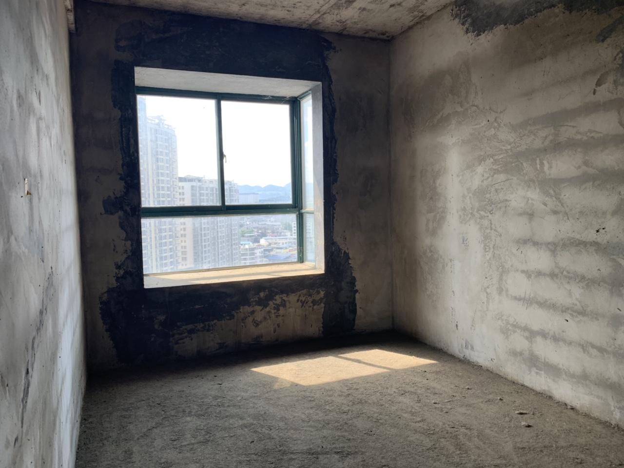 世昌广场4室 2厅 2卫58万元