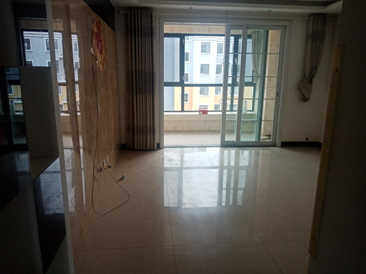 滨河绿洲5室 2厅 2卫140万元