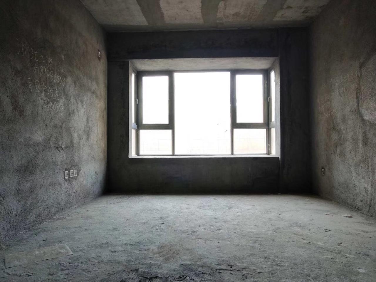 电梯三房急卖 居住、投资两不误 随时看房