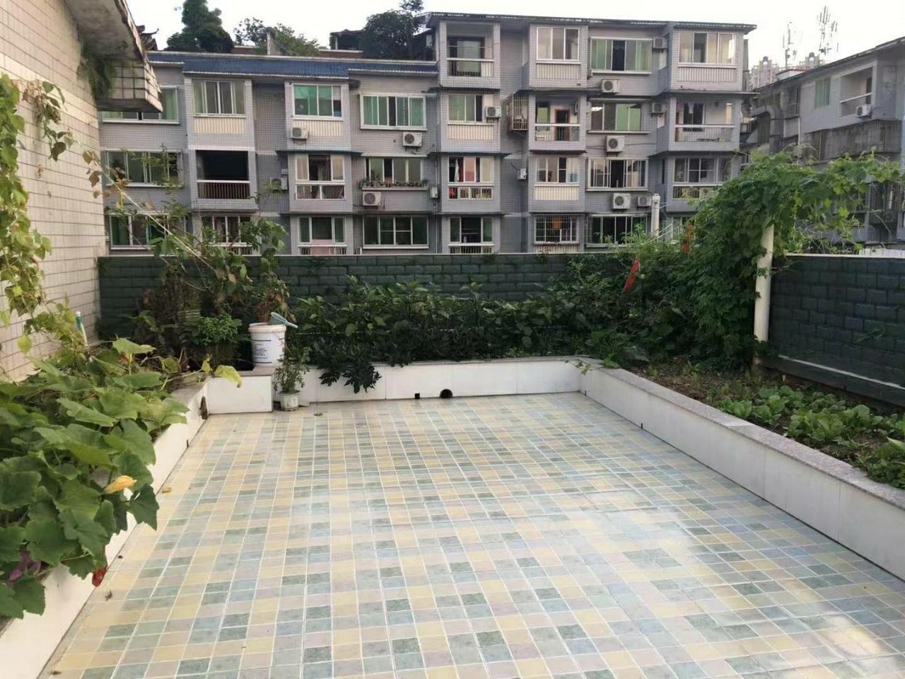 明珠公寓3室2廳2衛精裝帶130平米花園54萬