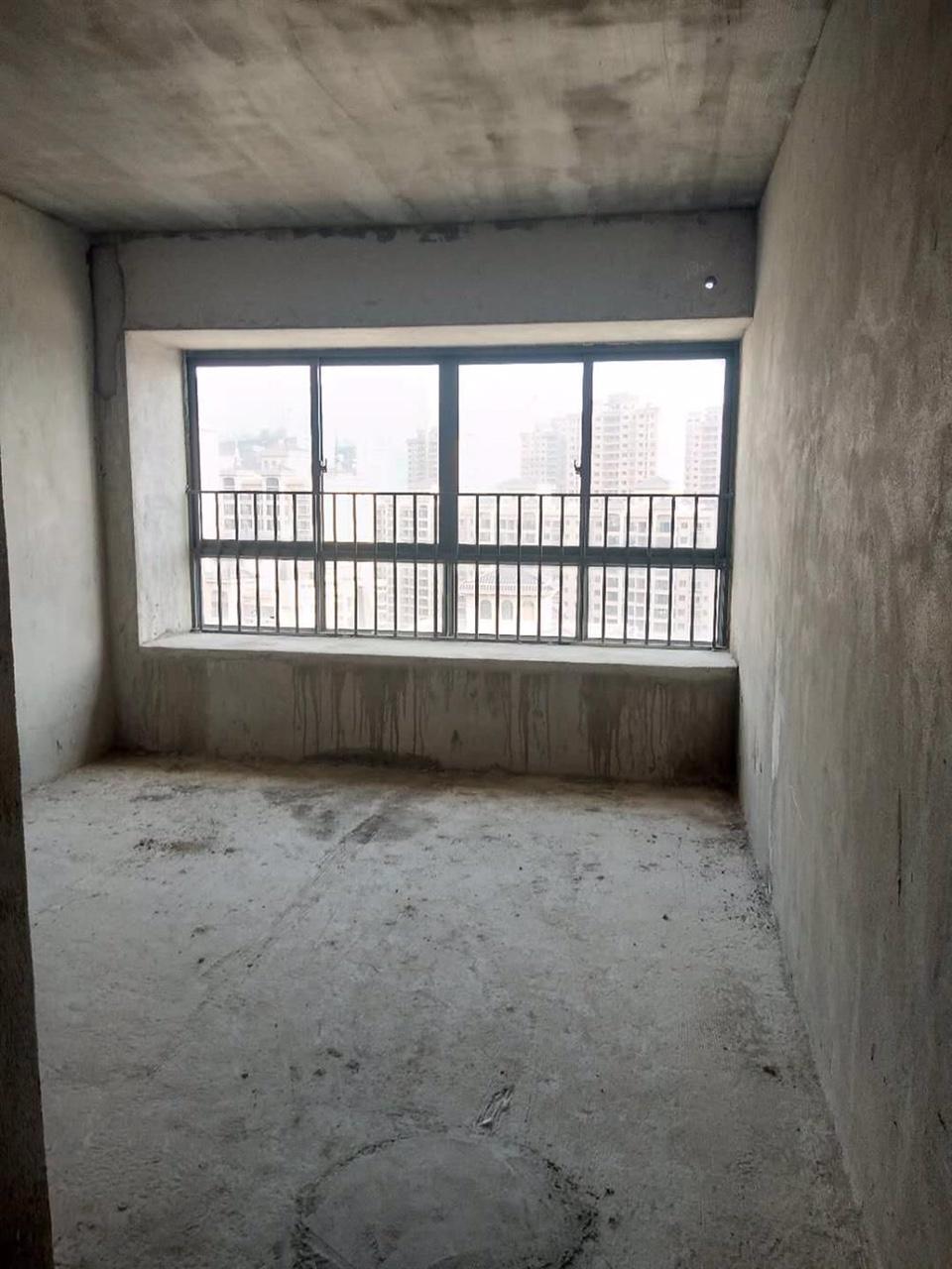 地王广场4室 2厅 2卫67万元