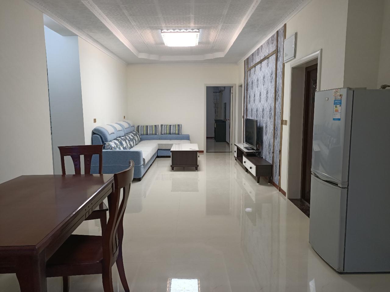 月亮街学区房3室 2厅 2卫46.8万元