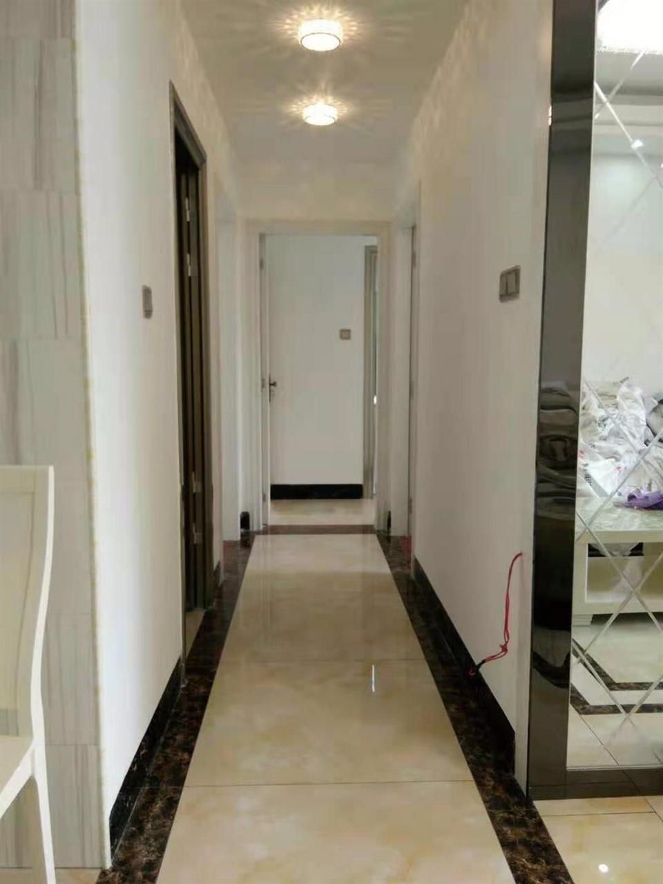 世客城小区3室 2厅 2卫56万元