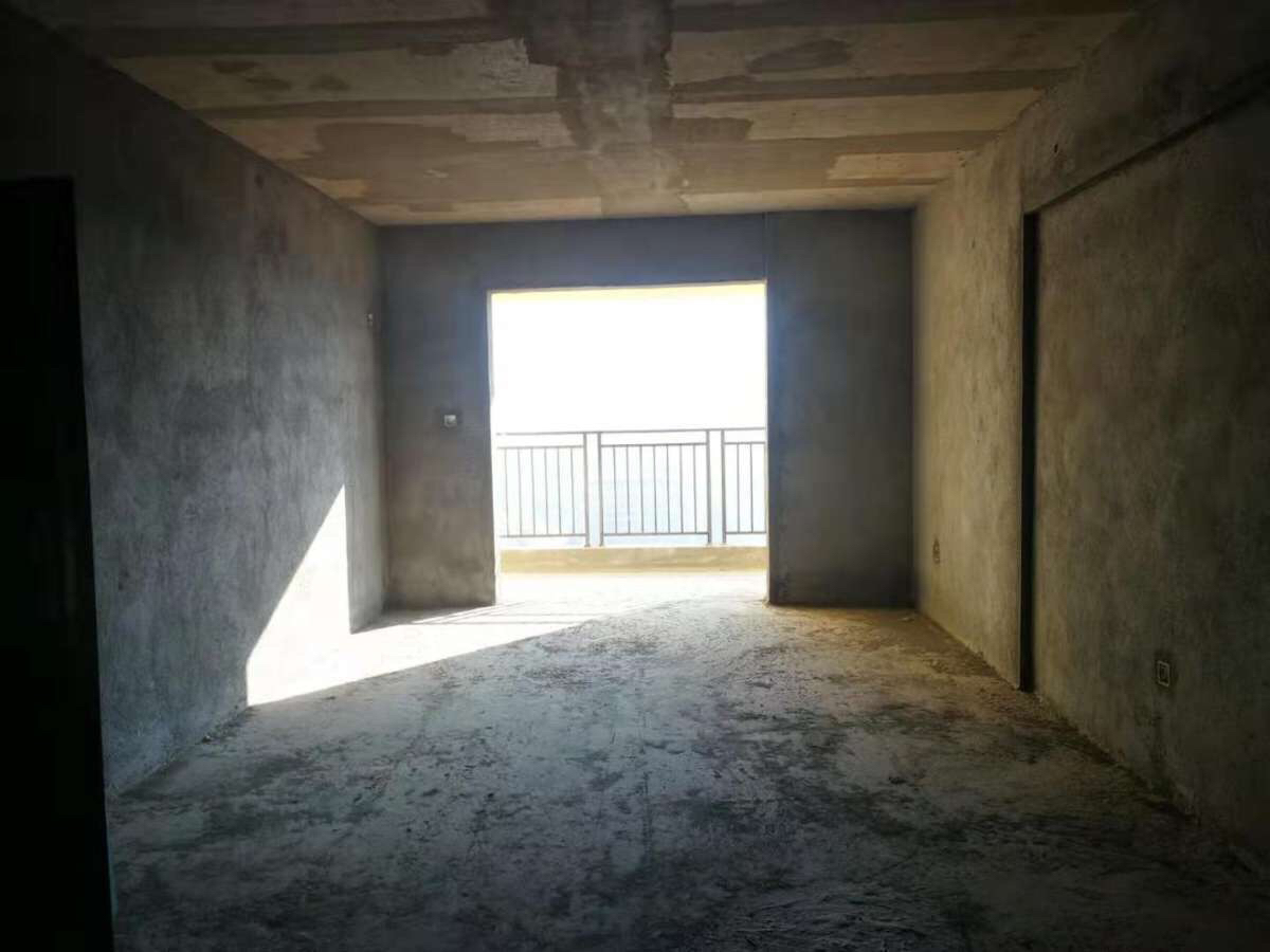 御景湾毛坯大三室  2楼 可分期付款  急售随时看