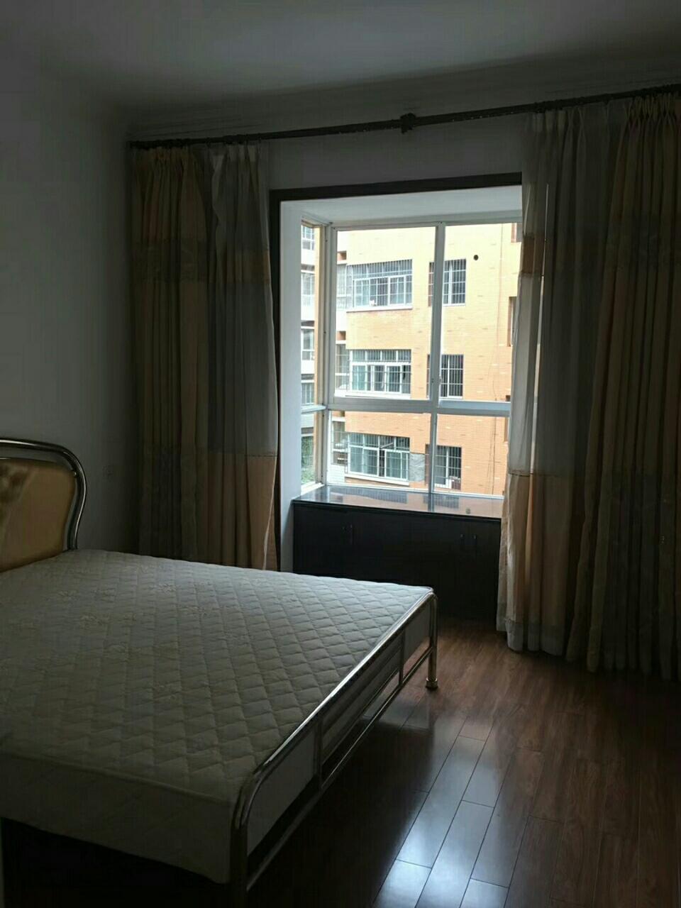 龙腾锦城简装五楼4室 2厅 2卫76.8万元