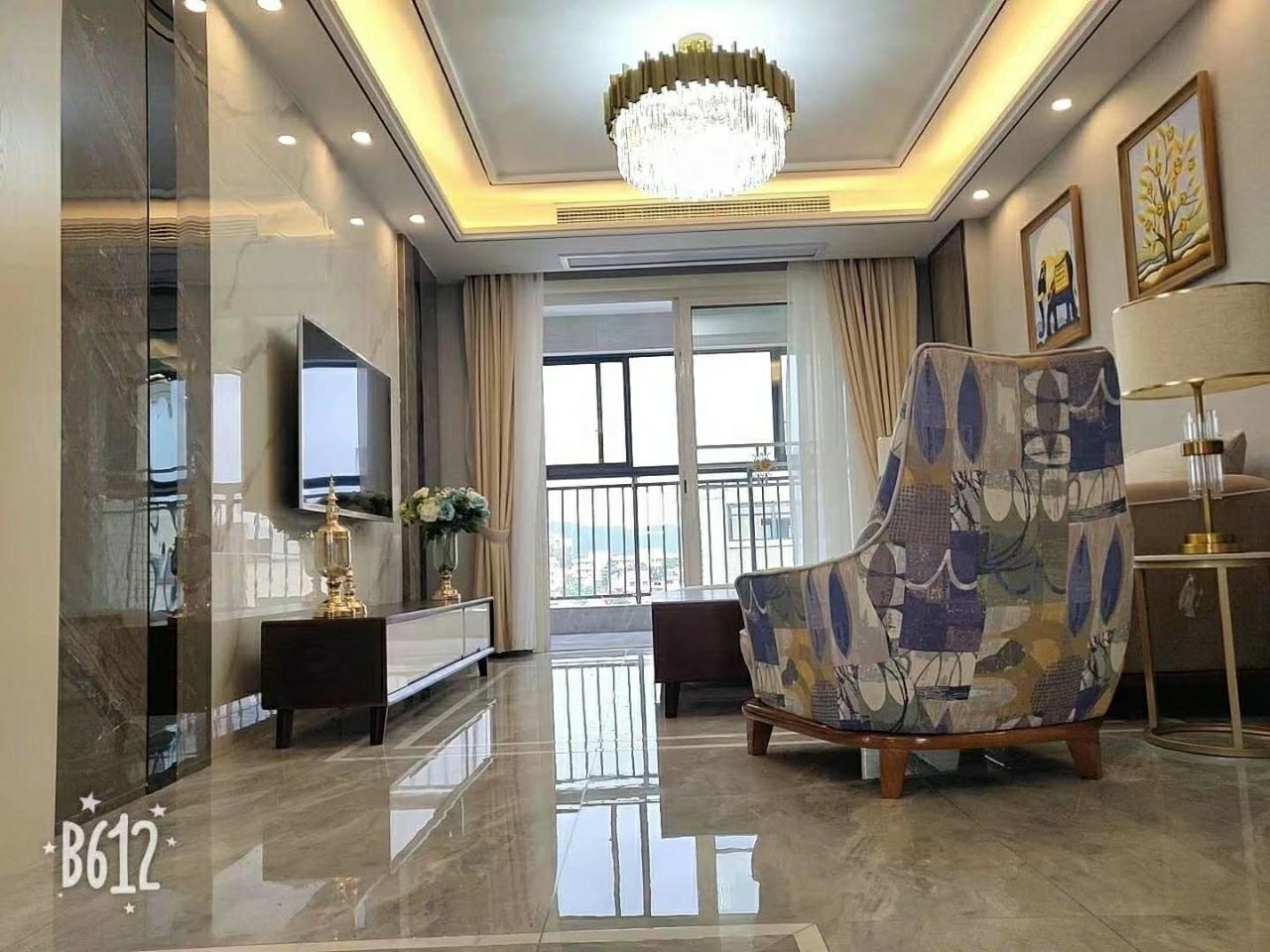 名人公馆【645】3室 2厅 2卫108万元