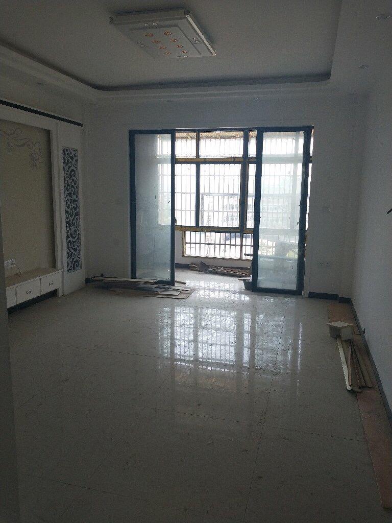 春江花园3室 2厅 2卫108万元