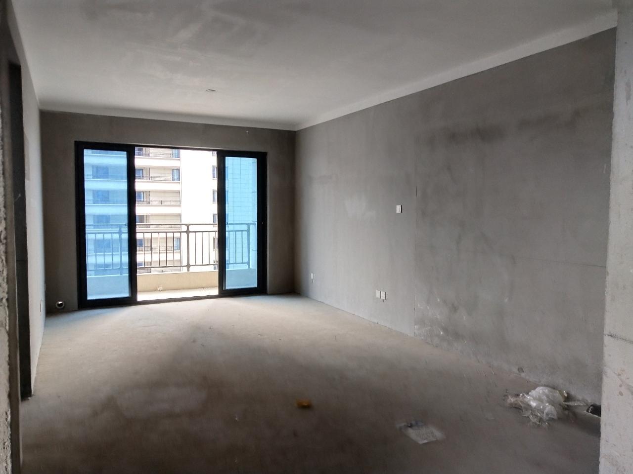 临泉·碧桂园带车位边户3室 1厅 1卫77万元