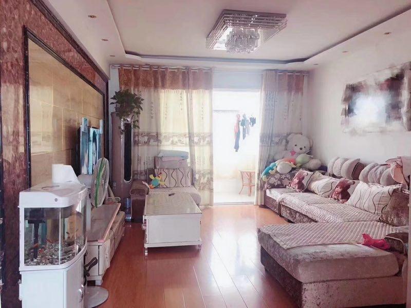 业主急台湾城学区房大三室精装修送家具家电仅售53万