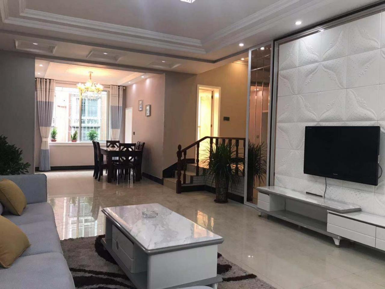 吉宏苑精装3楼学区房3室 2厅 2卫71.8万元