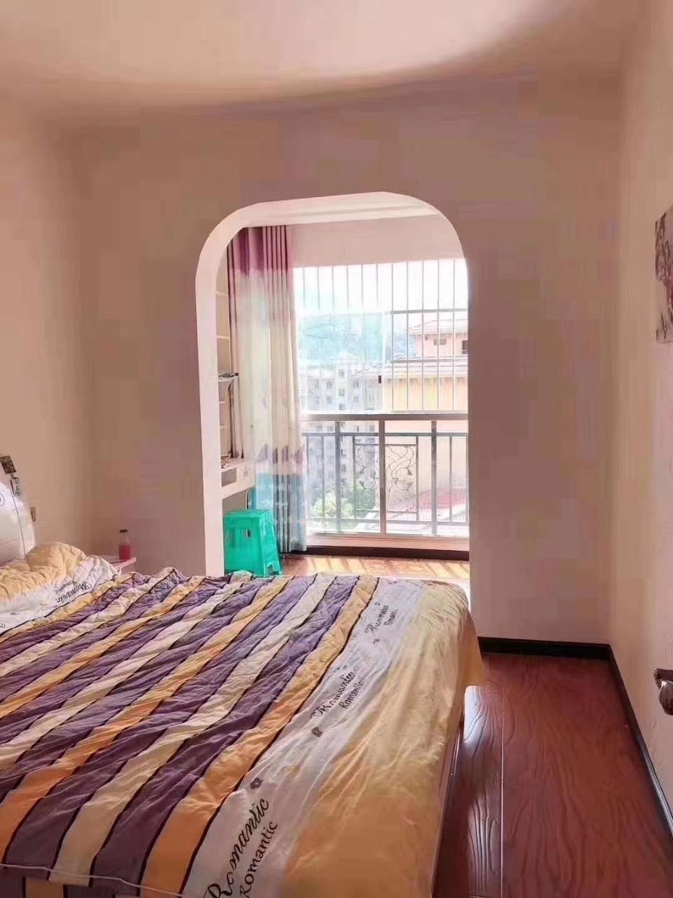 滨江豪苑123平方3室 2厅 2卫三阳台