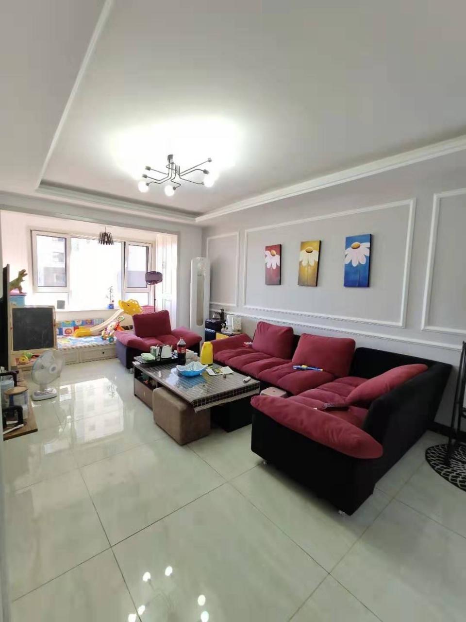 山水华庭2室 2厅 1卫67.8万元