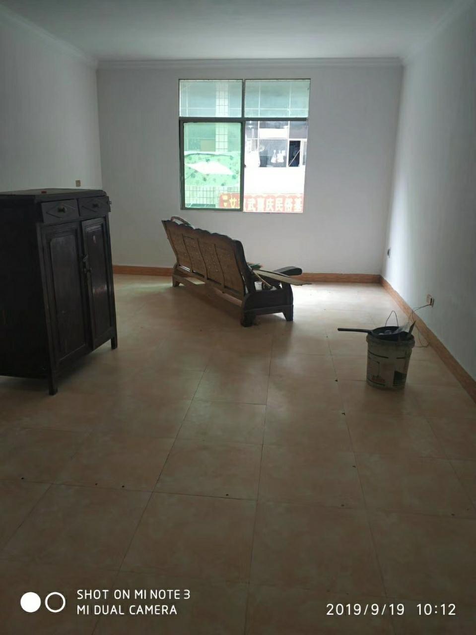 小广场137平4室 2厅 2卫61.8万元