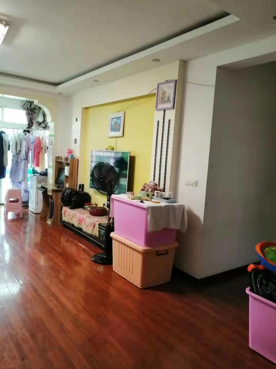 红福佳苑4室 2厅 1卫61.8万元