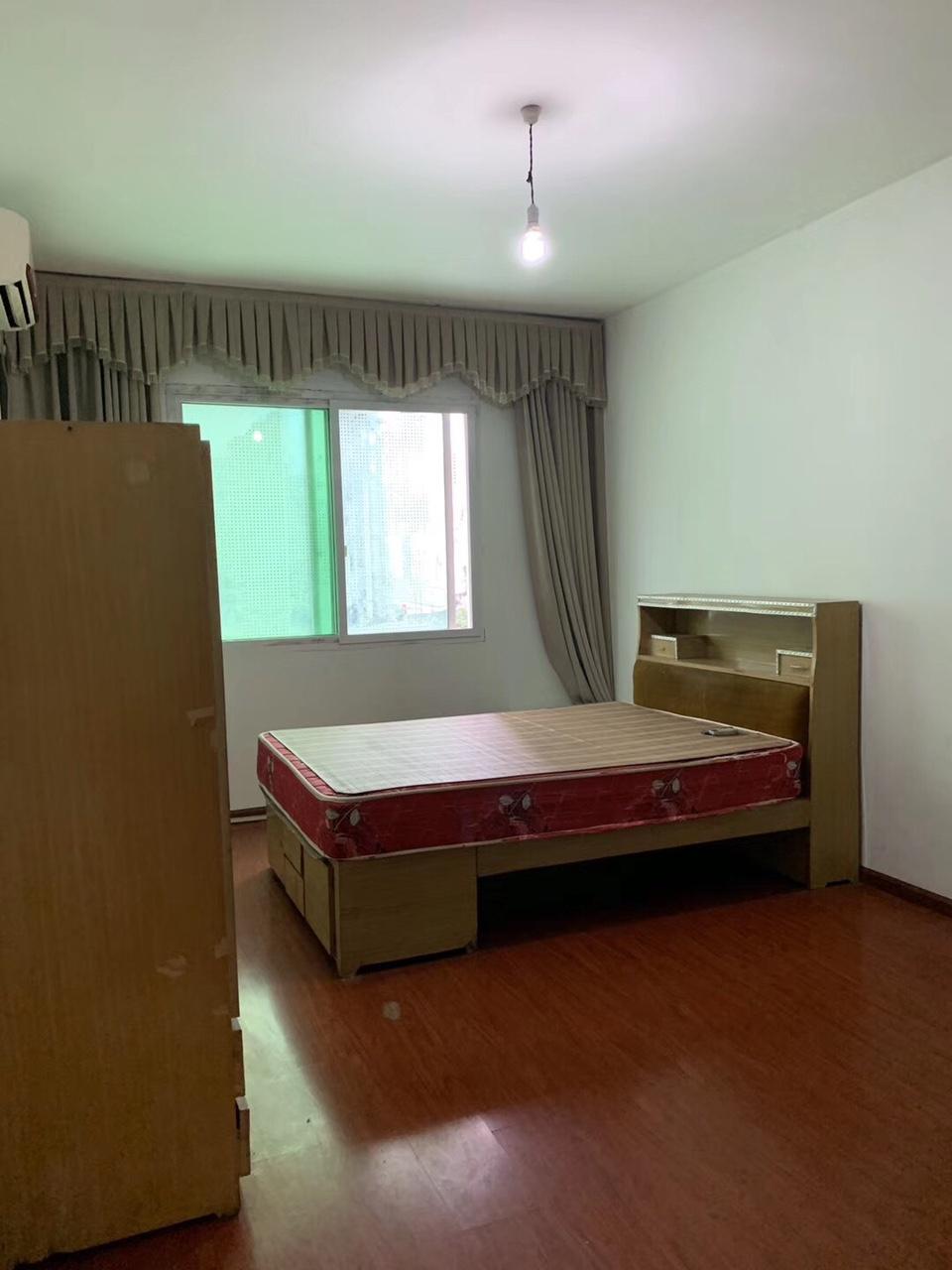 县委坡2室 2厅 2卫31万元