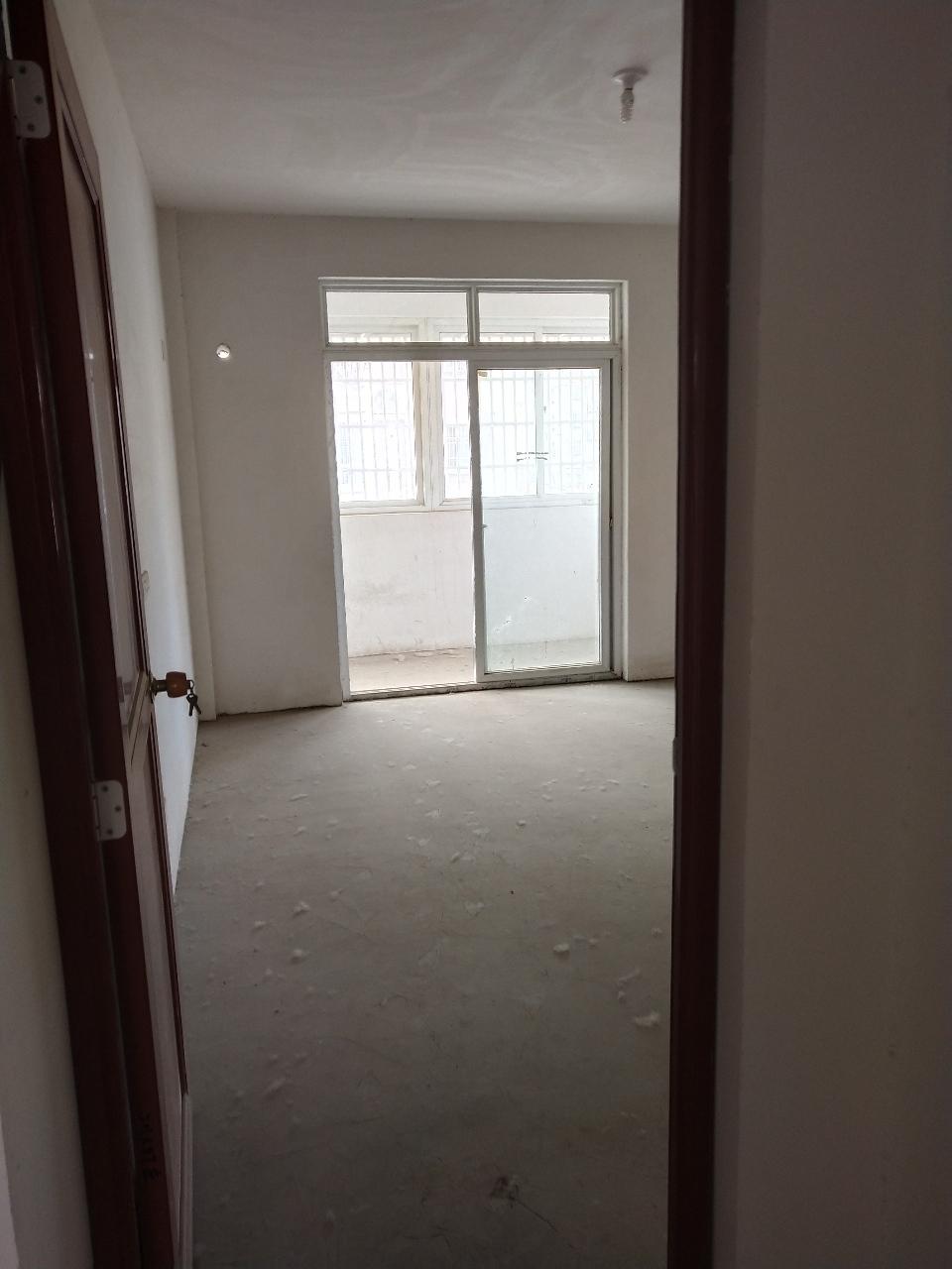 凤凰城黄金楼层边户3室 2厅 1卫55万元