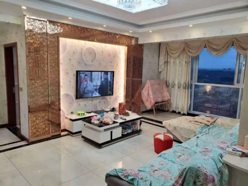 凤凰华城精装四房正在龙丞一号金科凯丽宾江附近家电齐