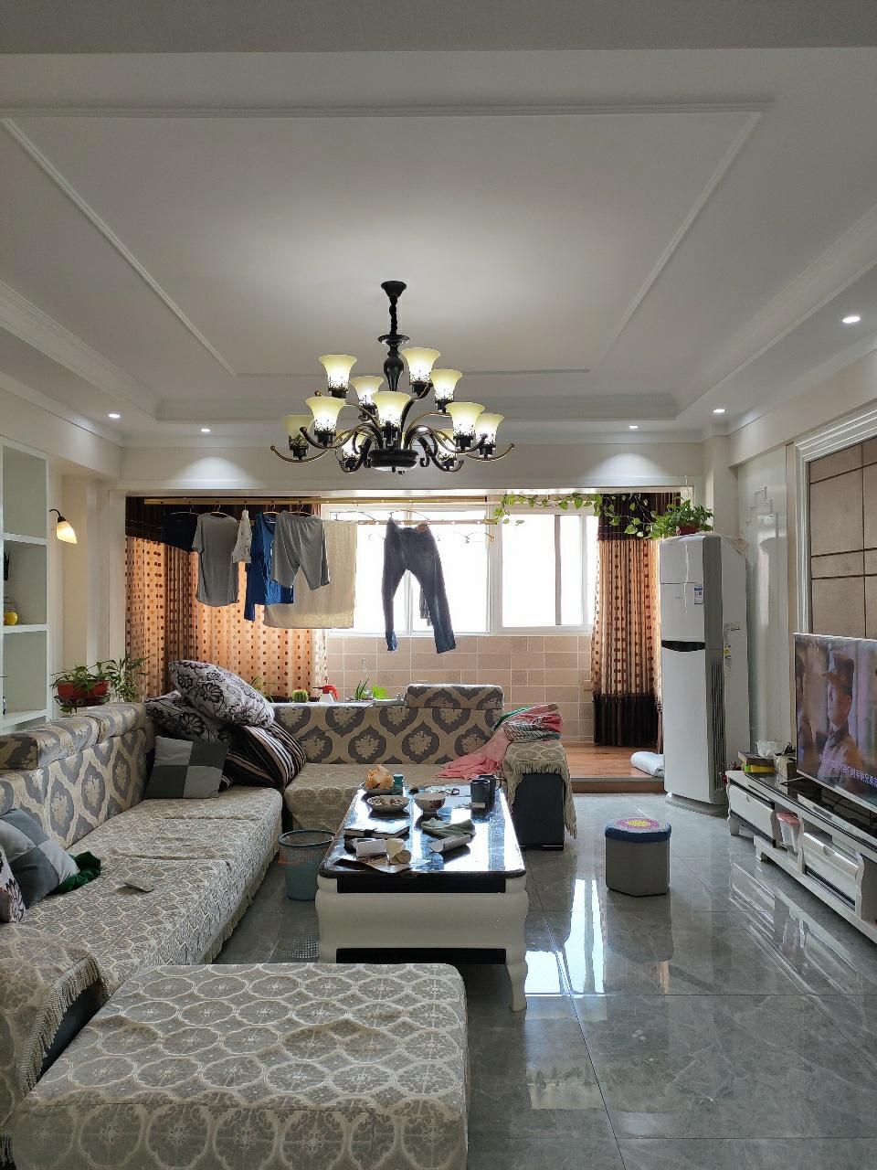 龙鼎苑小区3室 2厅,79万元,有证可贷款