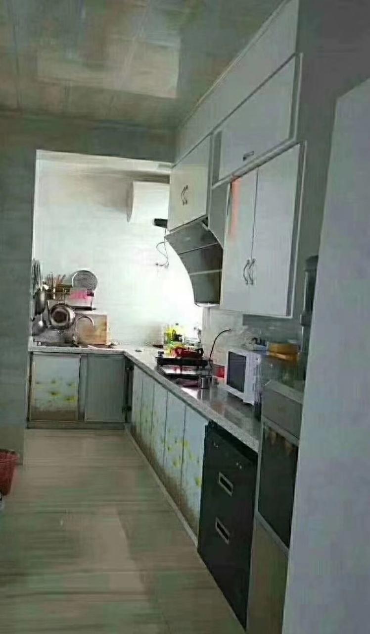 香江半岛4室 1厅 2卫70万元