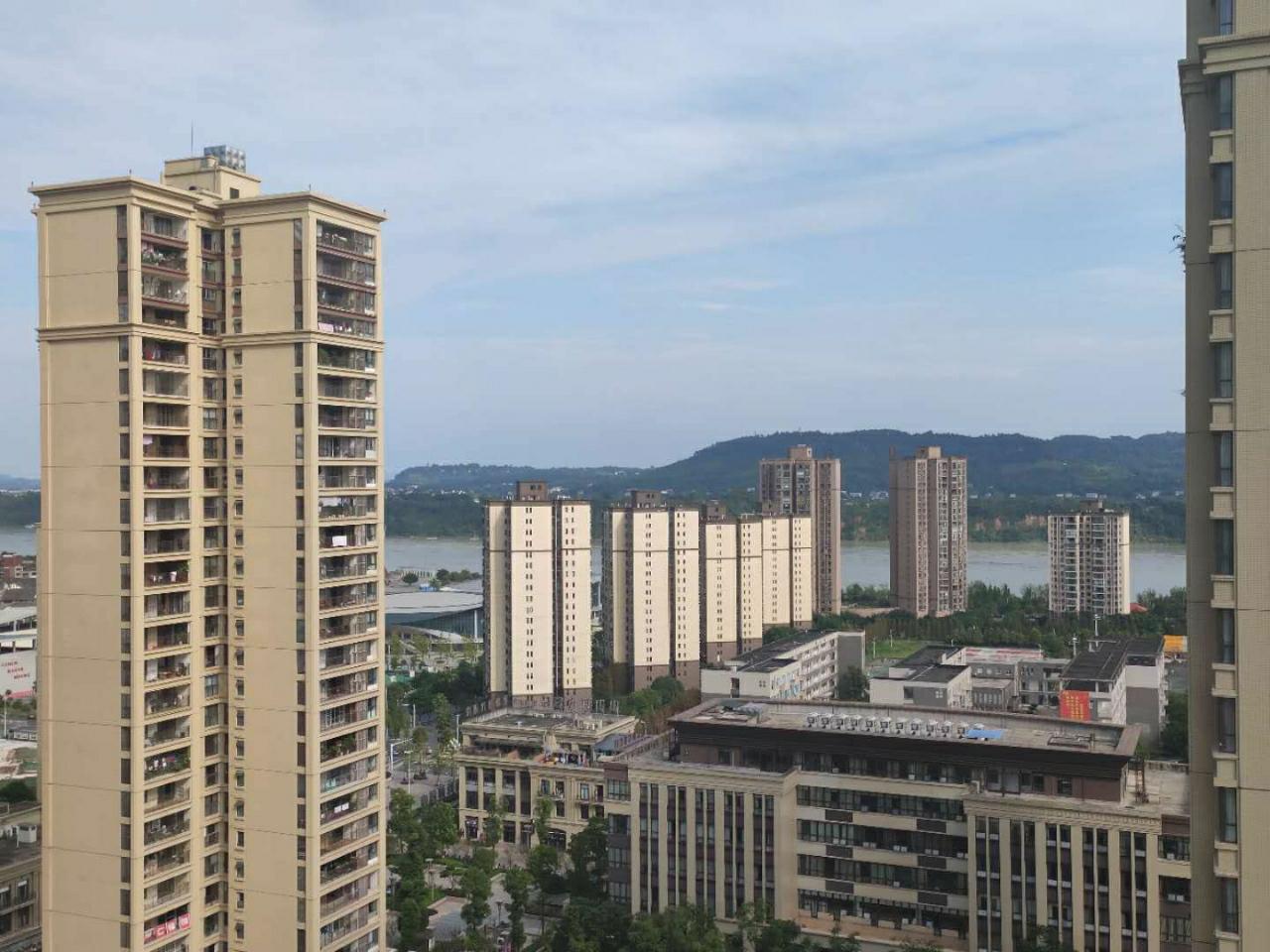 丽雅时代  高品质小区  可改五室房东急售