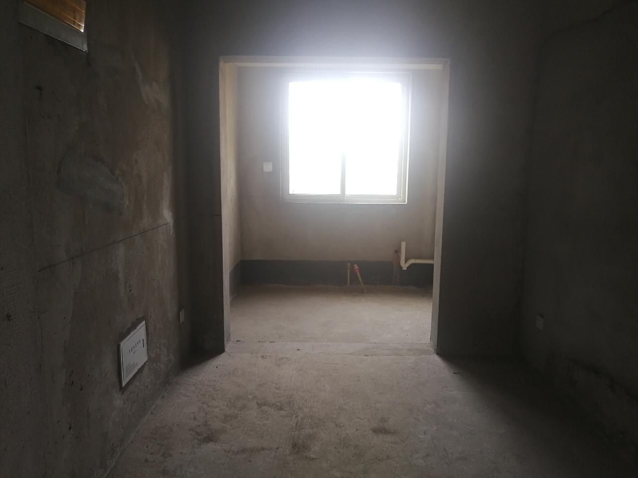 龍山庭苑102平3室 2廳 1衛62萬元