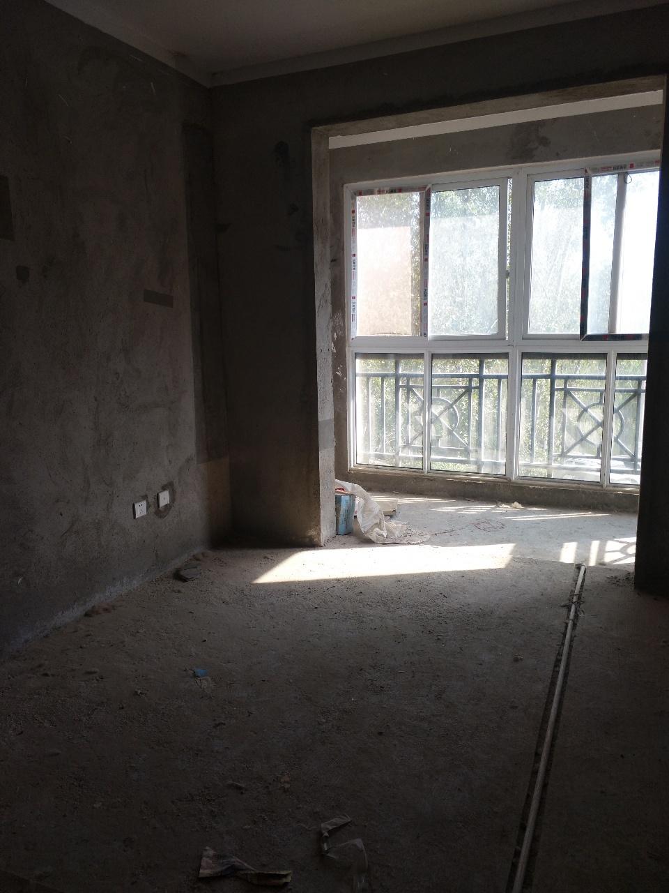 东湖春天36万元4楼,精装修带车库