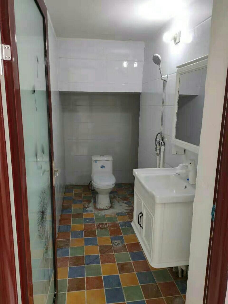 东关谢庄附近5室 2厅 3卫45万元